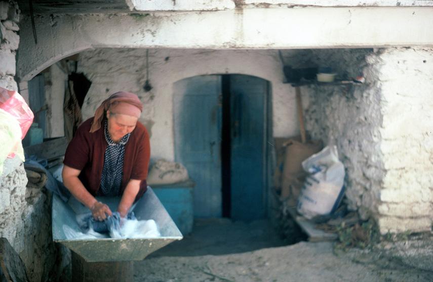 e5bc29d8d51 Το πλύσιμο των ρούχων παλιά στη Βλαχοκερασιά   Arcadia Portal