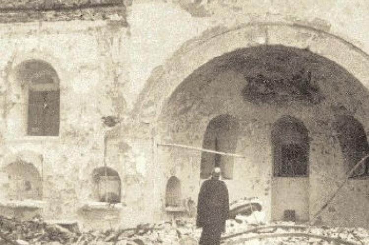 Ο Οικ. Πατριάρχης Αθηναγόρας στα ερείπια του ναού του Αγίου Κωνσταντίνου, Κωνσταντινούπολη.