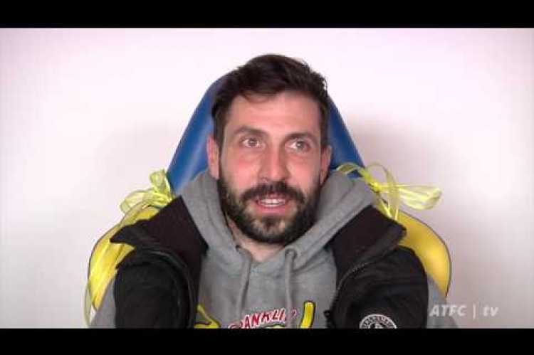 #YouTube: Ο νικητής της κιτρινομπλέ καρέκλας #OMP!