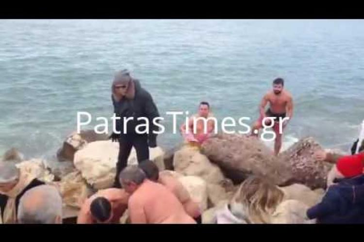 Πάτρα: Τσακώθηκαν για το Σταυρό